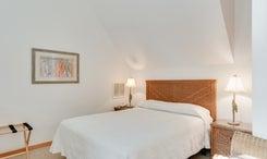 CV3A: South Pointe l Bedroom