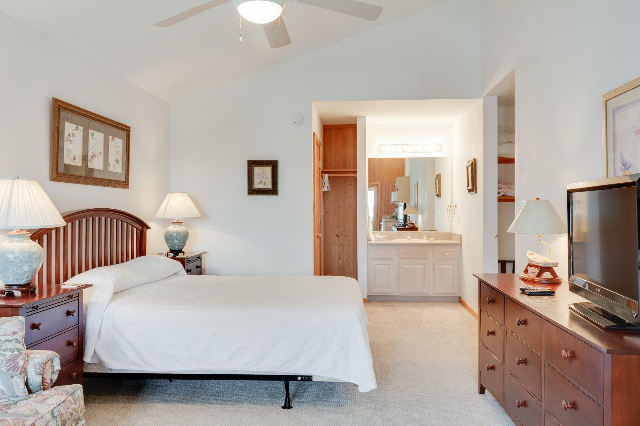 CV8: Crow's Nest l Bedroom B
