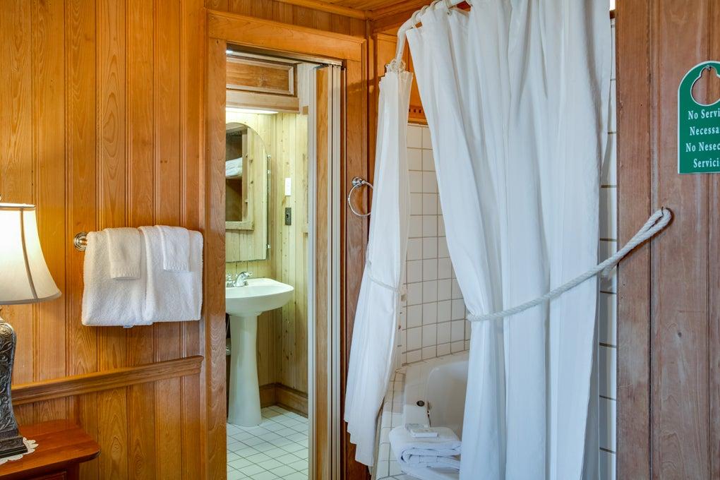 Katies-Room-Bath