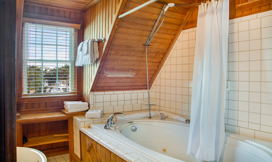 The-Lake-Room-Bath