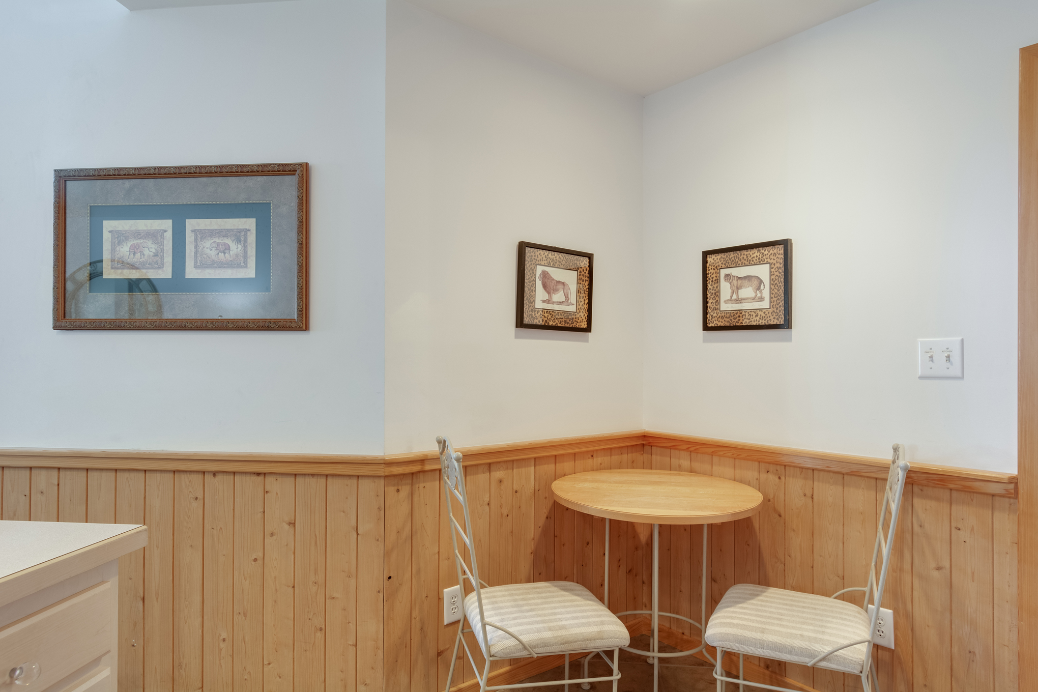 CV7A: North Point A l Breakfast Nook
