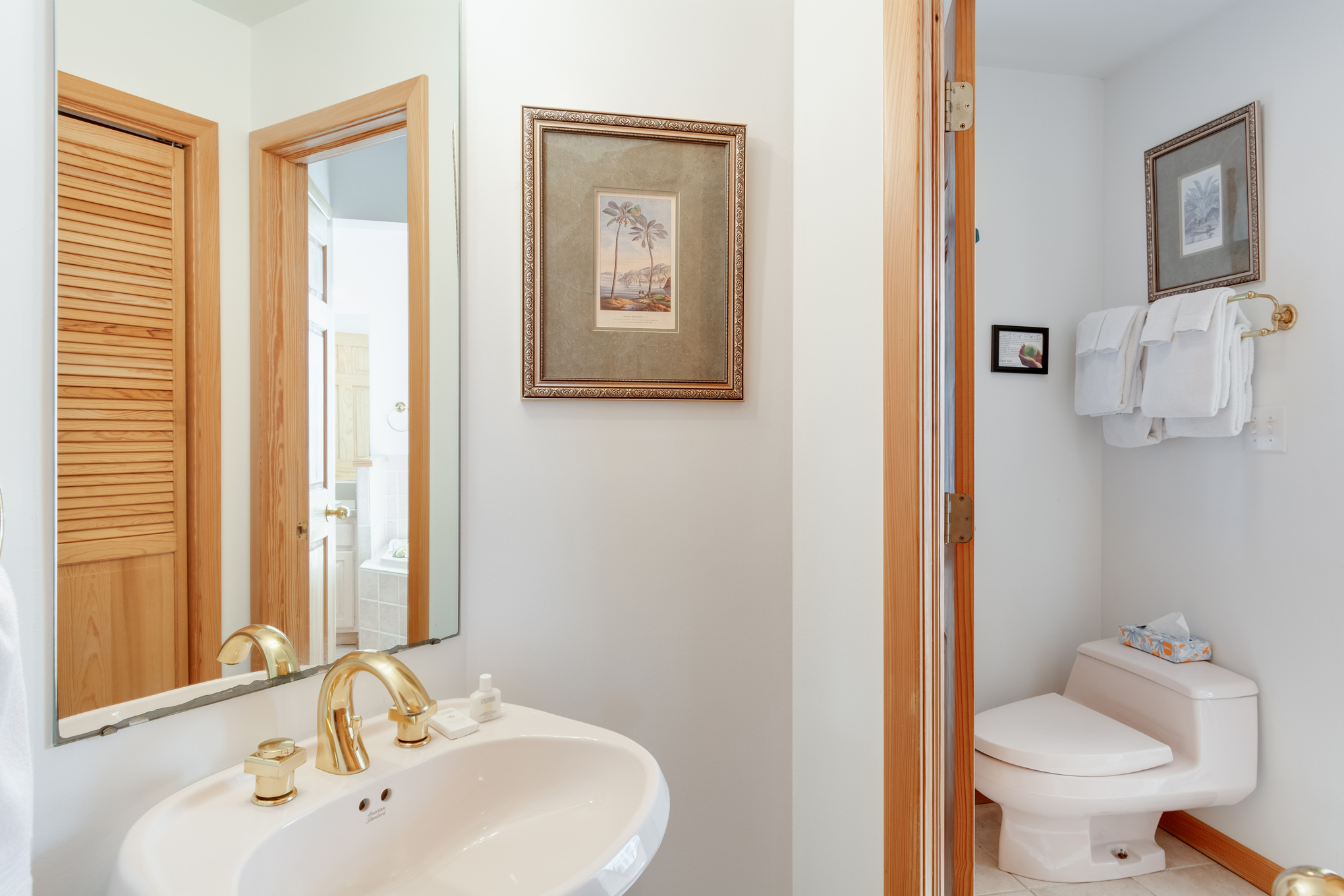 CV8: Crow's Nest l Bedroom A - Bath